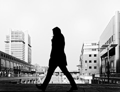 The lawyer (Leonegraph) Tags: silhouette outdoor drausen outside himmel sky gebäude architecture architektur building perspektive perspective leonegraph streetphotographer streetphotography story urban spontan spontanious candid unposed human street 2018 europe germany deutschland city stadt monochrome bw blanco negro bn sw schwarz weis black white panasonicgx80 panasonic1235mmf28 mft microfourthirds hannover hanover