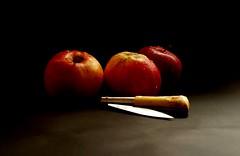 Manzanas en Taramúndi.     - In Explore (valorphoto.1) Tags: selecciónvp frutas color natural composición vegetales naturalezasmuertas stilllife photodgv navaja taramundi explore