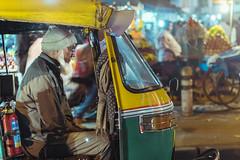 Noche en el caos de Delhi (NachoAcaso.es) Tags: winner alt india delhi rickshaw streetphotography nightphotography