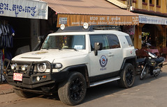 Toyota FJ Cruiser  Police vehicle (D70) Tags: sony dscrx100m5 ƒ40 181mm 1400 125 siemreap siemreapprovince cambodia toyota fj police vehicle cruiser suv