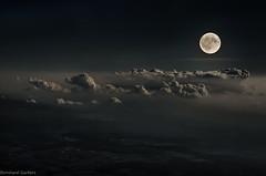 Troposphere (bernhard.garbers) Tags: fly flug flugzeug mond wolken moon clouds troposphere urlaub heimflug airplane travel flugreise