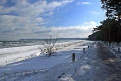 Der Strand zwischen Binz und Prora (lt_paris) Tags: urlaubinbinz2018 rügen binz prora sandstrand strandpromenade ostsee meer himmel winter schnee