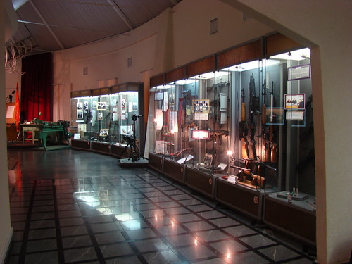 В музее М. Т. Калашникова