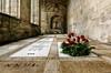 D.E.P. (f@gra) Tags: dep inri tomb tumba catedral iglesia cathedral church religion stone architecture arquitectura sony sigma lugo galicia spain flower flores