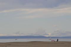 Le Parasol (Claude Duboille) Tags: sea sky languedoc ciel plage mer parasol bateau personne femme couleurs blue nuages occitanie frace southoffrance photographer claudeduboilecom