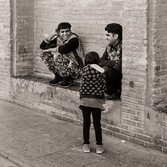 Jokers (Tom Levold (www.levold.de/photosphere)) Tags: fuji fujixpro2 isfahan xf18135mm people street candid esfahan sw bw portrait porträt jungemänner kind child youngmen
