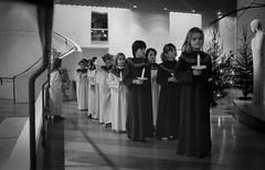 Mariakyrkan, Växjö, 1987 (Anders Österberg) Tags: analog 1987 80s 80tal växjö mariakyrkan sweden barnkör luciatåg interior interiör kyrka childrenschoir choir kör walk
