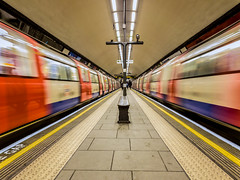 Clapham Common Tube 175749 (sailor4242@rocketmail.com) Tags: claphamcommon londonunderground underground tube samsunggalaxys8