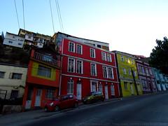 Valparaiso (Lugar_Citadino) Tags: latinamerica americalatina southamerica sudamérica chile regióndevalparaíso granvalparaíso ciudaddevalparaíso puertodevalparaíso valparaíso valparaiso valpo cerrosdevalparaíso cerrocordillera cerroartillería ascensoresdevalparaíso ascensorartillería ascensorcordillera plazawheelwright plazasotomayor plazaechaurren paseo21demayo muelleprat estaciónpuerto palaciobarburizza edificiorelojturri ciudadpatrimoniodelahumanidad patrimoniodelahumanidad city cityscape urban urbanscape place downtown suburban suburbs suburb district borough street avenue cars architecture buildings building home construction house facade windows colour paint colorful shade shadow afternoon light sunlight sun bright