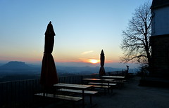 Feierabend (isajachevalier) Tags: sächsischeschweiz elbsandsteingebirge brandaussicht sachsen sonnenuntergang landschaft abend abendstimmung aussicht panasonicdmcfz150