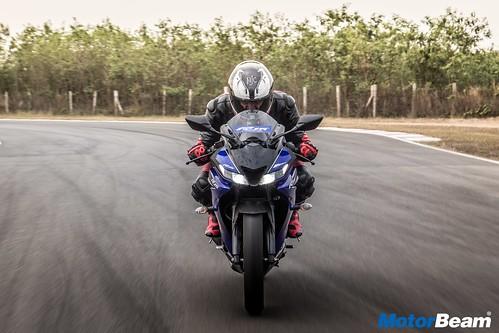 2018-Yamaha-R15-V3-7