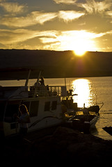 Sunset mornings (RoManLeNs) Tags: ut sunset sun sunny lake utah leisure relaxing adventure water warm women people summer lakepowell boats boat trips travel goldenhour gold clouds sky romrom rom romanlens