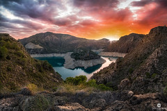"Stormy sunset over the ""horseshoe"", part of the Cenajo dam - Férez (Albacete, Spain) (Juan María Coy) Tags: sunset sky cielo samyang10mmf28edasncscs canon7dmarkii photopills puestadesol agua water mar paisaje landscape roca rock castillalamancha albacete españa spain aire libre hellín pantano presa dam pantanocenajo férez socovos airelibre serenidad"