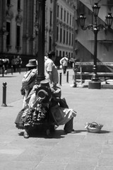 IMG_2923 (Iván Andrade) Tags: streetphotography street streetstyle photography fotografia photo photos fotografíadelacalle callejeras andrade911 ivanandrade ivanandradephotography gente personas arquitectura fotoarquitectura streetphotographystreetstreetstylephotographyfotografiaphotophotosfotografíadelacallecallejerasandrade911ivanandradeivanandradephotographygentepersonasarquitecturafotoarquitectura arquitecturadelacallecanonperúcanonhelios44mstreetphotographystreetphotolacalleestaduramiloficioscentrodelimamesaredondablackwhitephotographyandrade911blanconegrodescansocalurososolverano2018limalimaperúcallefotoca arquitecturadelacalle canonperú canon helios44m streetphoto lacalleestadura miloficios centrodelima mesaredonda blackwhite blanconegro descansocaluroso sol verano2018 lima limaperú calle fotocallejera canon50d 50d