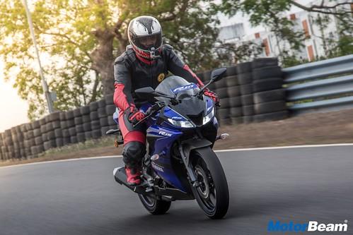2018-Yamaha-R15-V3-9