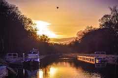 Sunset over the canal, Central Scotland (picsbyCaroline) Tags: scotland sunset canal barge sun beautiful birght clouds water landscape sunshine waterway boat gangway cloud spectacular brilliance radiance rays