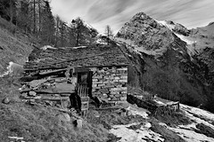 Made of stone (Marco MCMLXXVI) Tags: alagna valsesia alpe alpeggio stofful alps alpi monte tagliaferro mountain montagna ancient ruins building stone rovine blackandwhite monochrome biancoenero landscape scenery nature outdoor winter autumn fall drought forest mountainpeak sony ilce6000 a6000 pz1650 rawtherapee sky clouds wild rugged italy europe piemonte abandoned