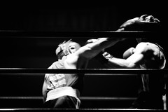 22229 - Hook (Diego Rosato) Tags: hook gancio boxe boxing night boxelatina palaboxe ring bianconero blackwhite nikon d700 sigma 70200mm rawtherapee