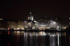Como in notturna - Como by night (Roberto Marinoni) Tags: como lago lake lagodicomo comolake lungolago bellitalia lakefront cattedrale cathedral