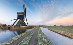 Early mornings at the Broekmolen (Wim Boon Fotografie) Tags: wimboon windmill alblasserwaard canoneos5dmarkiii leefilternd09softgrad leelandscapepolariser holland nederland netherlands natuur natura2000gebied ice winter winterlicht