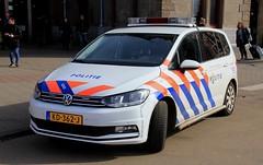 Dutch Police Volkswagen Touran Patrol Car (PFB-999) Tags: politie dutch police volkswagen touran mpv response patrol car vehicle unit lightbar grilles leds kd362j amsterdam netherlands holland
