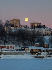 golden moon (Sergey S Ponomarev -very busy) Tags: sergeysponomarev canon eos 70d hdr ef24105mmf4lisusm moon sunrise morning cold frost march cityscape city citta snow buildings house neve winter windows river paysage paesaggio landschaft inverno 2018 europe russia russie kirov vyatka viatka wjatka сергейпономарев highdynamicrange город утро мороз киров россия вятка снег луна дома холод восход рассвет