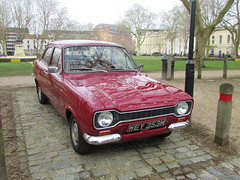 Ford Escort 1300 L WEY353M (Andrew 2.8i) Tags: queen queens square bristol breakfast club show meet car cars classic classics mark 1 mk mk1 1300l 13l 13 british saloon l 1300 escort ford
