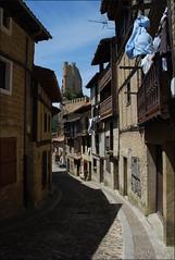 Calle de Frías (Castilla y León, España, 9-6-2014) (Juanje Orío) Tags: 2014 frías provinciadeburgos castillayleón españa espagne espanha espanya spain conjuntohistórico calle castillo castle