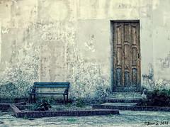 Austérité (Jean S..) Tags: cuba vintage green concrete house simplicity bench door