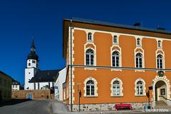 Rathaus und Kirche in Tanna (GerWi) Tags: tanna kleinstadt dorf kirche himmel gebäude fz1000 strase städtchen idylle rathaus