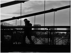 Un petit air de Doisneau (busylvie) Tags: noiretblanc blackwhite géométrie passerelle homme commedoisneau lyon
