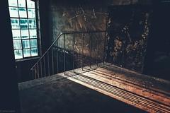 Im Treppenhaus... (hobbit68) Tags: treppen treppenhaus treppe old alt chemiefabrik industrie industry industriegebiet sunshine sunset shadow schatten windows fenster fensterbank glas