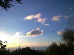 Le nuage de Cupidon (Gilbert-Noël Sfeir Mont-Liban) Tags: cupidon cupid himmel ciel sky nuage cloud kesserwan montliban liban mountlebanon lebanon blau bleu blue arbres trees campagne countryside montagne mountain cupido