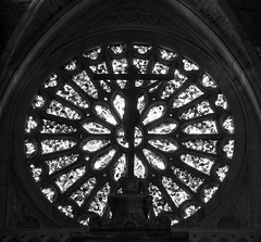Roseton / Rose WIndow (López Pablo) Tags: glass black white bw wayofsaintjames cathedral church religion cross leon spain nikon d7200