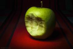 Puttana Eva (Bertalberto) Tags: lightpainting lungaesposizione stilllife naturamorta longexposure