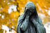 Paris (Yann OG) Tags: paris parisian parisien france french cimetière pèrelachaise cemetery bokeh fall automne autumn pentacon135mmf28 statue couleur feuille m42