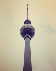 Torre de TV de Berlim, presença constante no horizonte, exceto quando chove ou tem neblina... 🐻 (jpcamolez) Tags: torre de tv berlim presença constante no horizonte exceto quando chove ou tem neblina 🐻