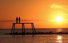 Couple Statue - Silhouette Sunrise (Gilli8888) Tags: nikon p900 coolpix nature northumberland water sunrise dawn sky coast coastal shore shoreline newbigginbythesea newbiggin sea northsea couplestatue statue sculpture sun silhouette silhouettephotography breakwater publicart