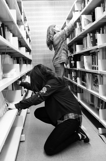 Students in search for a book at the UPF Library.