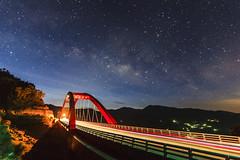 眼底星空 (hosihane) Tags: 台灣 嘉義縣阿里山鄉 阿里山公路 山 橋 車軌 銀河 galaxy 星空 夜景 sony a77