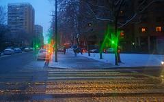 Efecto óptico por cristales de hielo en Zaragoza (joseange) Tags: ngc nieve snow rain luces efectoóptico pilaresdeluz lightpillars sunpillars streetlights zaragoza lightpillarszaragoza columnasluzzaragoza nokia1020