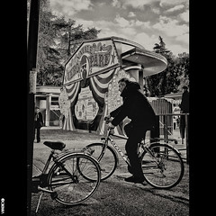 #BIKE2NATALE #Imola DSCF7288 Viabici (Viabici(c) di StefanoM) Tags: viabici bike2 bicicletta bici bike bicycle cykel fahrrad street city mono noiretblanc bw streetphotography chiaroscuro blackandwhite italia imola