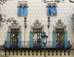 Neo-Renaissance Modernisme, Casa Amatller (1898-1900), Passeig de Gràcia, Barcelona (Spencer Means) Tags: balcón balcony balkon