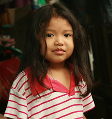 pretty girl (the foreign photographer - ฝรั่งถ่) Tags: pretty girl child red white shirt khlong thanon portraits bangkhen bangkok thailand canon