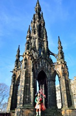 02-18 Edinburgh Scott Monument (gatbeverley) Tags: miniatures edinburgh scottish piper miniature scotts monument