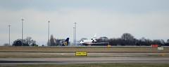 D-CEIS J78A1049 (M0JRA) Tags: dceis biz manchester airport planes flying jets aircraft pilot sky clouds runways
