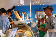 Murphy's Ice Cream Parlour, Dingle (CEWWtyke) Tags: murphys ice cream icecream shop cafe parlour store people dingle daingean ireland eire chiarrai food gelato glace helado eis dessert indoor street