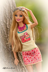 Posado (Geno G.) Tags: barbie doll muñeca mattel barbiecollector rubia portrait toys toy juguete