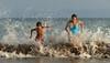 ola (marianodearriba) Tags: claromecó ola playa verano mar marianodearriba