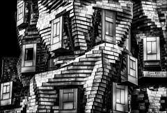 Lego arlésien..../ Lego in the city of Arles... (vedebe) Tags: noiretblanc netb nb monochrome bw ville city rue street urbain urban urbanarte architecture jeux arles france photographe photographie